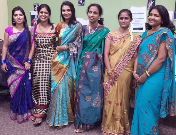 Girls_wearing_sari